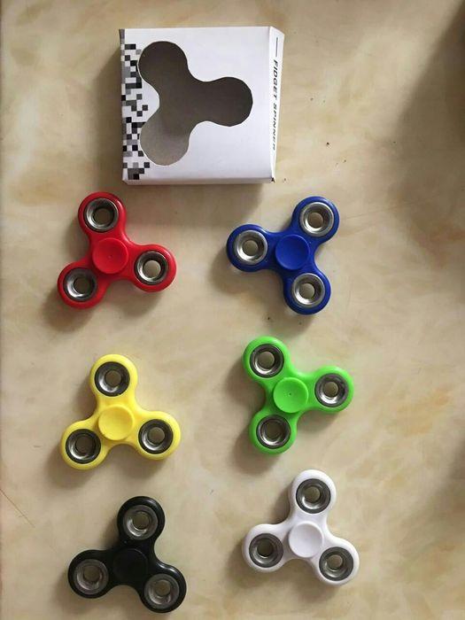 Fidget spinner (rød, gul, grønn, sort, lys blå og blå)-0